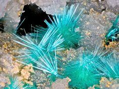 Mixite. Northern Spy Mine, Tintic District,Juab Co., Utah, USA FOV=4.2 mm Photo Bebo