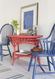 Sally Hall Table in Shrimp and Windsor Arm Dining Chairs in China Blue.