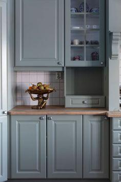 Friskt og vårlig hjem i grønt og blått! Henriettes nymalte kjøkken er i den gylne grønne LADY 7628 Treasure. Jotun Lady, Wonderwall, Supreme, Kitchen Cabinets, Inspiration, Kitchens, Home Decor, Animals, Colores Paredes