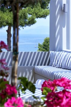 15 Romantic And Dreamy Patios Of Greece Cottages By The Sea, Beach Cottages, Coastal Homes, Coastal Living, Coastal Style, Coastal Decor, Outdoor Rooms, Outdoor Living, Outdoor Seating