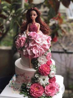 Easy Birthday Desserts, Elegant Birthday Cakes, Beautiful Birthday Cakes, Doll Birthday Cake, Baby First Birthday Cake, Princess Birthday, Cake Decorating Designs, Cake Decorating Techniques, Beautiful Cake Designs