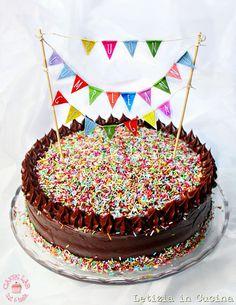 Letizia in Cucina: Chocolate Birthday Cake - Torta di compleanno (di ... Best Birthday Cake Recipe, Diy Birthday Cake, Homemade Birthday Cakes, Birthday Cake Toppers, Easy Cake Decorating, Cake Decorating Tutorials, Birthday Cake For Women Simple, Mexican Dessert Recipes, New Cake