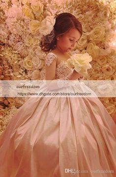 f5cf145ce4a 2018 Princess Ball Gown Flower Girls Dresses With Train Jewel Neck Long  Sleeve Lace Appliques Back Bow Girls Formal Party Dresses for Weddin