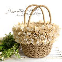 配色のフリルがデコレーションされた、ガーリーなバケツ型かごバッグ フリル ペーパー カゴバッグ : かわいいかごバッグ カゴバッグ: リバティやリボン・お花モチーフ - NAVER まとめ