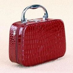$16.88 (Buy here: https://alitems.com/g/1e8d114494ebda23ff8b16525dc3e8/?i=5&ulp=https%3A%2F%2Fwww.aliexpress.com%2Fitem%2FCrocodile-Toilet-Bag-With-Mirror-2015-PU-Leather-Makeup-Case-Large-Lady-Retro-Organizer-For-Beauty%2F32628754514.html ) Crocodile Toilet Bag With Mirror 2015 PU Leather Makeup Case Large Lady Retro Organizer For Beauty Case Bolsa Feminina Pequena for just $16.88