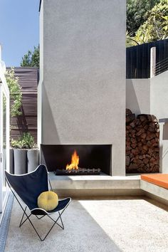 New Patio Doors Lounge Outdoor Living Ideas Modern Outdoor Fireplace, Outdoor Fireplace Designs, Outdoor Fireplaces, Fireplace Ideas, Outdoor Living Rooms, Outside Living, Modern Pools, Fire Pit Backyard, Interior Exterior