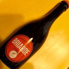 Briarde Ambrée - Brasserie Rabourdin - France. Belle ambrée turbide au nez caramélisé. Des notes grillées en bouche, avec une pointe métallique peut-être, mais sympathique. Et locale ! 13/20 (avril 2017).