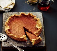 Recipe: Maple butter tart pie—End your Sunday nights with a classic Canadian treat — maple butter tart pie. Fall Desserts, No Bake Desserts, Delicious Desserts, Dessert Recipes, Yummy Food, Drink Recipes, Fall Recipes, Yummy Recipes, Bon Appetit