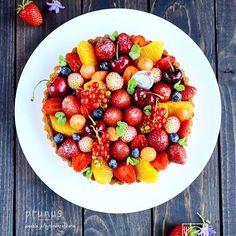 ouchigohan.jp 2017/06/30 18:54:51 delicious photo by @momo_prunus . まるで宝石箱のような美しさ✨ . こちらは @momo_prunus さんの7種類のフルーツをたっぷり詰め込んだタルト苺、オレンジなど @momo_prunus さんのご自宅で取れる甘酸っぱいフルーツを使ったタルトは、気分がパッと明るくなりますよね!まるで宝石箱のようなフルーツタルトは思わずうっとり見とれちゃいます . じめっとしたこの季節甘酸っぱいスイーツを爽やか気分を堪能しちゃいましょう -------------------------- ◆インスタグラムの食トレンドを発信する、食卓アレンジメディア「おうちごは ん」も更新中✨ プロフィール欄のリンクから見れますよ https://ouchi-gohan.jp/ -------------------------- ◆このアカウントではインスタグラマーさんの素敵なPicをご紹介しています。 ハッシュタグ#LIN_stagrammer#delistagrammer #デリスタグラマー…