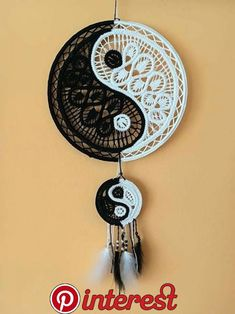 Yin and Yang Dream Catcher Macrame Patterns, Doily Patterns, Crochet Patterns, Beautiful Dream Catchers, Dream Catcher Art, Diy Dream Catcher Tutorial, Romanian Lace, Point Lace, Macrame Projects