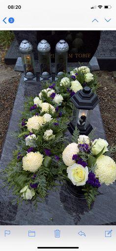 Small Flower Arrangements, Funeral Flower Arrangements, Funeral Flowers, Grave Decorations, Flower Decorations, Zantedeschia, Arte Floral, Fall Flowers, Ikebana