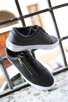 Vans - Old Skool Zip Black/Gold Leather - 100,00 € www.simonsport.com
