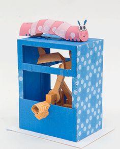 Rob Ives crée des machines en papier qui font bouger des animaux quand on fait tourner une manivelle grâce à des engrenages et il vend les patrons et les instructions pour les fabriquer sur son site pour un prix modique.