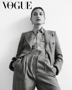 Vogue Photography, Fashion Photography Poses, Modelling Photography, Creative Fashion Photography, Editorial Photography, High Fashion Poses, Foto Glamour, Mode Editorials, Vogue Covers