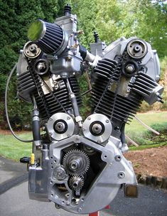 DesmoHarley – Italian American V Twin. Unique Harley Davidson engine with Ducati heads