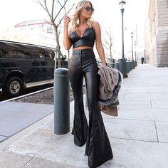WEBSTA @boutique_favorita Babando nesse Look  Super tendência Calça flare de couro fake com Cropped  219,90 Calça Cropped 99,90 . . .