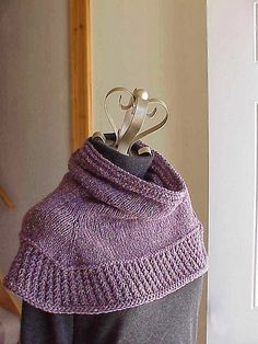 Free Knitting Patterns For Shoulder Cowls : Shoulder Cozy Project - Cocoon Version Projects, Yarns and Knits