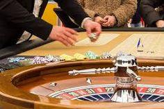 Het spelen van casino spelletjes voor de lol is natuurlijk leuk... totdat je casino spellen voor geld heeft uitgeprobeerd en je eerste winsten 💰 geeft gekregen! Als je nog voor de lol speelt is het hoog tijd om echt geld roulette uit te proberen! Gelukkig hebben we heel veel roulette spellen van verschillende casino software ontwikkelaars om te kiezen.