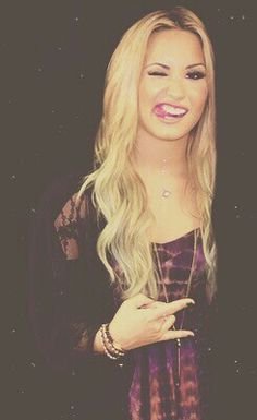 Makeup and Hairstyle demi lovato