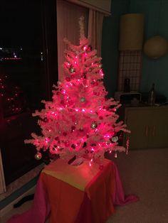 Pink Mid-Century tree love!