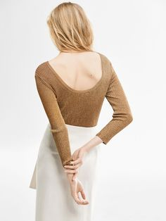 A must-have to finish any look. Gold ribbed sweater, made from a delicate blend of fabrics. Straight cut, round neck and 7/8 sleeves. Part of the exclusive Limited Edition collection.