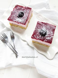 Kersenbavarois Raw Dessert Recipes, Raw Food Recipes, Desserts, Four, High Tea, Panna Cotta, Biscuits, Cheesecake, Cherry