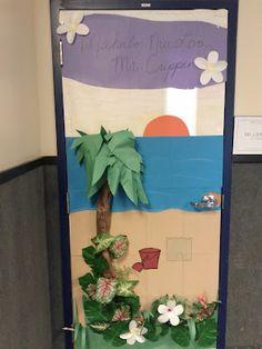 Teacher Appreciation Door Mahalo Nui Loa Hawaiian theme Teacher Appreciation Breakfast, Teacher Appreciation Week, Teacher Gifts, School Themes, Classroom Themes, Kindergarten Classroom, Teacher Doors, School Doors, Hawaiian Theme