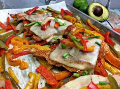 Looking for an easy healthy dinner? Try this sheet pan Spanish chicken recipe! I'm all about one pot dinners, crock pot meals, and now sheet pan dinners! Because they are easy! Supper Recipes, Easy Dinner Recipes, Lunch Recipes, Easy Recipes, Dinner Ideas, Easy Healthy Dinners, Healthy Recipes, Delicious Recipes, Chile