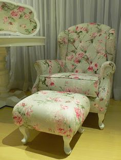 Shabby Chic Table And Chairs Shabby Chic Table And Chairs, Shabby Chic Furniture, Shabby Chic Decor, Vintage Furniture, Shabby Chic Armchair, Chic Living Room, Living Room Chairs, Dining Chairs, Furniture Styles