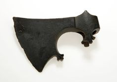 The shape of the axe head is made in a vegetative style. found at Gotland, Sweden. Vikings, Viking Ornament, Viking Axe, Beil, Axe Head, Battle Axe, Medieval Weapons, Anglo Saxon, Metal Working