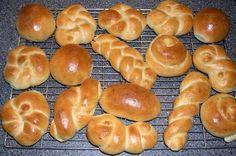Paasbrood of zachte bolletjes - nice Easter bread / buns