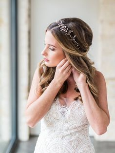How to book hair and makeup for your wedding day on a short engagement timeline. Gorgeous half-up half-down bridal style with crystal headpiece. | www.ashortengagement.com | photo: Elisabeth Carol Photography | hair & makeup: The Styling Stewardess