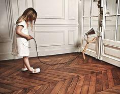 Zelfs kinderen voelen zich thuis in dit mooie interieur! Sierlijsten voor kaders op de muur, verkrijgbaar bij www.discoveringdecor.be!