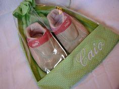 Saquinho para sapatos infantil    CAbe 2 a 3 sapatos de bebe, caso contrario. Cabe até o numero 25.    PARA PERSONALIZAÇÃO, ACRESCENTAR R$ 10,00 R$ 22,26