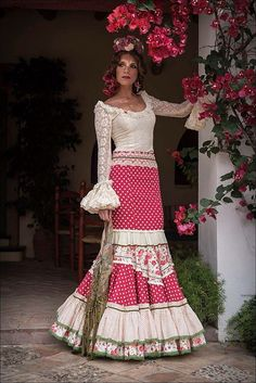 Flamenco Costume, Flamenco Skirt, Flamenco Dancers, Flamenco Dresses, Spanish Fashion, Historical Clothing, Traditional Dresses, Fashion Show, Dress Up