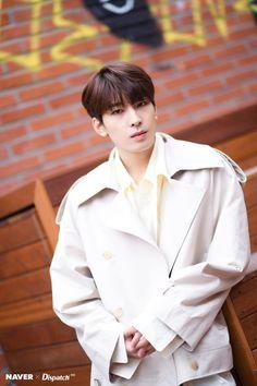 Wonwoo - V Low Tone Show special filming Naver x Dispatch Seventeen Wonwoo, Seventeen Debut, Woozi, Jeonghan, Won Woo, Seventeen Wallpapers, Pledis 17, Pledis Entertainment, Kpop