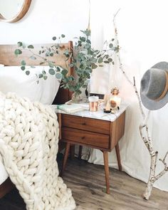 Pure white, mid century wood and natural add-ons, chunky knitted throw