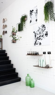 SLA amsterdam ++ via bloesem. baskets with plants:) Cool Ideas, Interior Inspiration, Design Inspiration, Rue Verte, Interior And Exterior, Interior Design, Interior Modern, Interior Paint, Displays