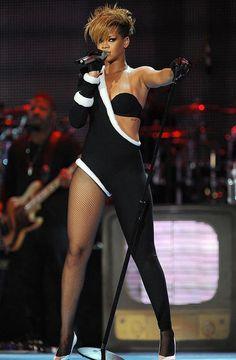 riri make my world very colurful Estilo Rihanna, Mode Rihanna, Rihanna Love, Rihanna Photos, Rihanna Riri, Rihanna Style, Rihanna Outfits, Sexy Outfits, Rihanna Hairstyles