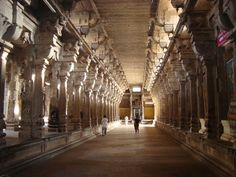The temple was built by Kocengannan (Kochenga Chola), one of the Early Cholas, around 1,800 years ago.