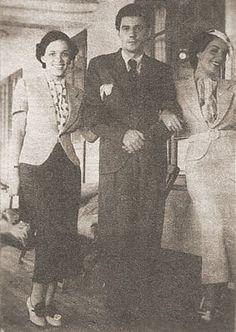 Aurora Miranda e o espírito do Rio de Janeiro | GGN Em 1940 Aurora se casou com Gabriel Richaid com um vestido de noiva bordado a ouro enviado por Carmen, dos EUA. Na foto, as irmas com Custodio Mesquita  Foi um gesto que ela iria se lembrar para o resto de sua vida.