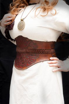 Leather female belt celtic knots garved by CamaradelAlquimista