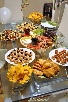 ideas for food and desserts for kids and parents! mango recipes for salsa, parfaits, and fruit pizza for your Jungle book viewing party! Snacks Für Party, Appetizers For Party, Appetizer Recipes, Colorful Desserts, Brunch, Mango Recipes, Food Platters, Appetisers, Dessert Bars