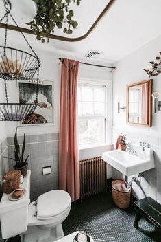 Cute bathroom ideas! #small #bathroom #decorating #ideas