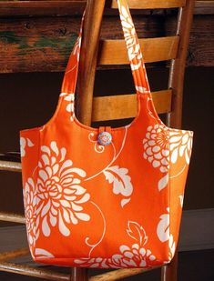 Sewing Bags Retro Ava Rose tote PDF sewing pattern by artsycraftybabe on Etsy - Bag Sewing Pattern, Bag Patterns To Sew, Pdf Sewing Patterns, Crochet Pattern, Diy Sac, Simple Bags, Easy Bag, Quilted Bag, Fabric Bags