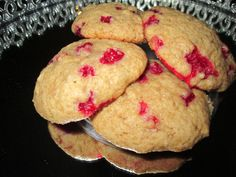 Apple and lingonberry cookies with cinnamon