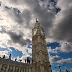 Friday Flashback London 2009. Wonder how well Big Ben will fare now as the storm clouds of #brexit loom? Thanks @highlights.photography for the fabulous #visitlondon #travelgram #picoftheday #cloudporn #clouds #view