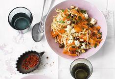 Pasta und Karotten mit Haselnüssen, Mozzarella und Chili