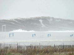 Wow! Wave from hurricane Sandy in NJ