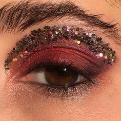 3,956 Followers, 1,565 Following, 644 Posts - See Instagram photos and videos from Marina Eskenazi (@marinaeskenazi_) Makeup On Fleek, Makeup Inspo, Makeup Art, Makeup Inspiration, Eye Makeup, Hair Makeup, Couture Makeup, Glitter Makeup, Face Hair